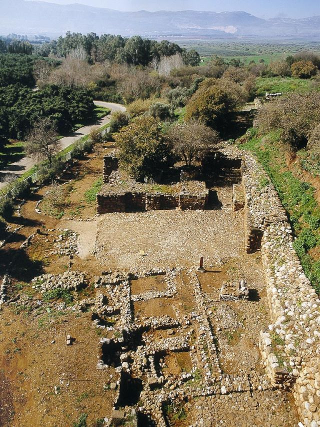 The Iron Age gates and entry plazas of Tel Dan after reconstruction