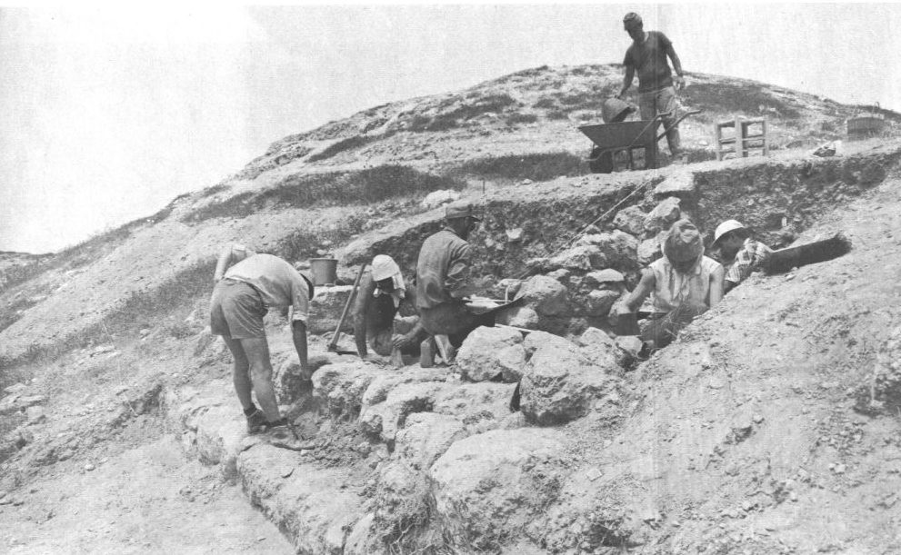 Gezer 1965 - Uncovering the casemate wall of the Iron Age