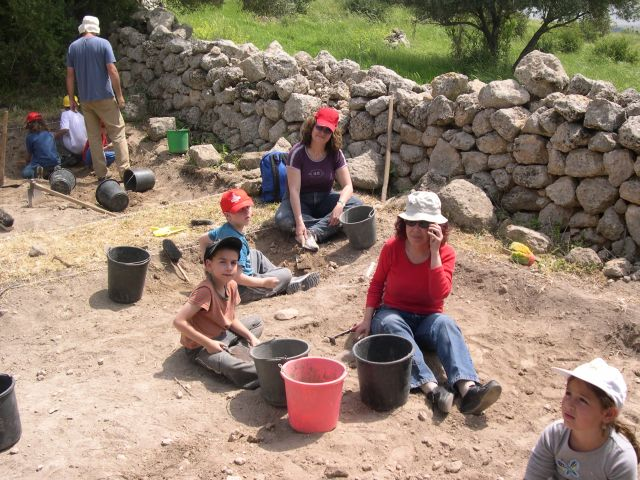 A family affair - digging at Givat Sher as a community service